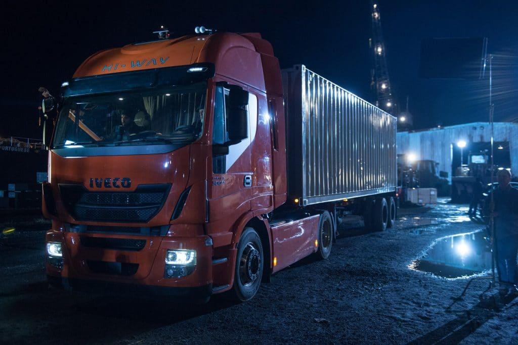 Xe tải IVECO xuất hiện nhiều lần trong bom tấn Justice League – Liên minh công lý 2017