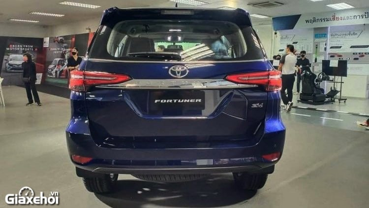 duoi-xe-toyota-fortuner-2021-tinxehoi-vn