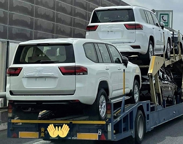duoi-xe-Toyota-Land-Cruiser-2022-muaxegiatot-vn