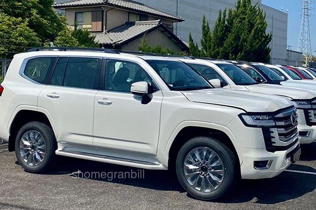 gia-xe-Toyota-Land-Cruiser-2022-muaxegiatot-vn