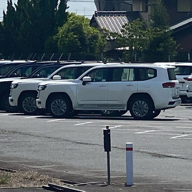 thanx-e-Toyota-Land-Cruiser-2022-muaxegiatot-vn